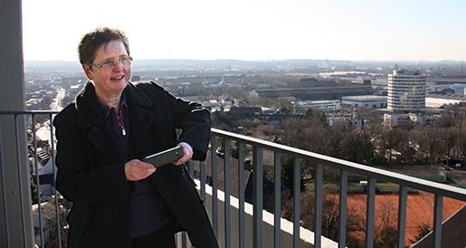 Pfarrerin Tietsch-Lipski auf dem Turm der Johanniskirche.