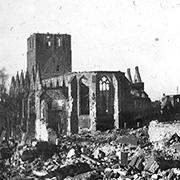 Petrikirche nach Bombenangriff im 2. Weltkrieg