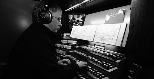 Andreas Fröhling an der Orgel in der Petrikirche (Foto: A. Köhring)