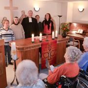 v.l.: Hildegard Mann (Sozialdienst), Monika Thiele (kath Seelsorgerin), Justus Cohen (ev. Seelsorger), Uta Naeser, Cordula Temme (Sozialdienst), Foto: Andreas Köhring